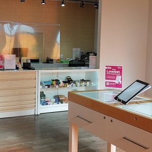 Airdrie+%E2%80%93+1st+Avenue Cannabis Dispensary - Image 1